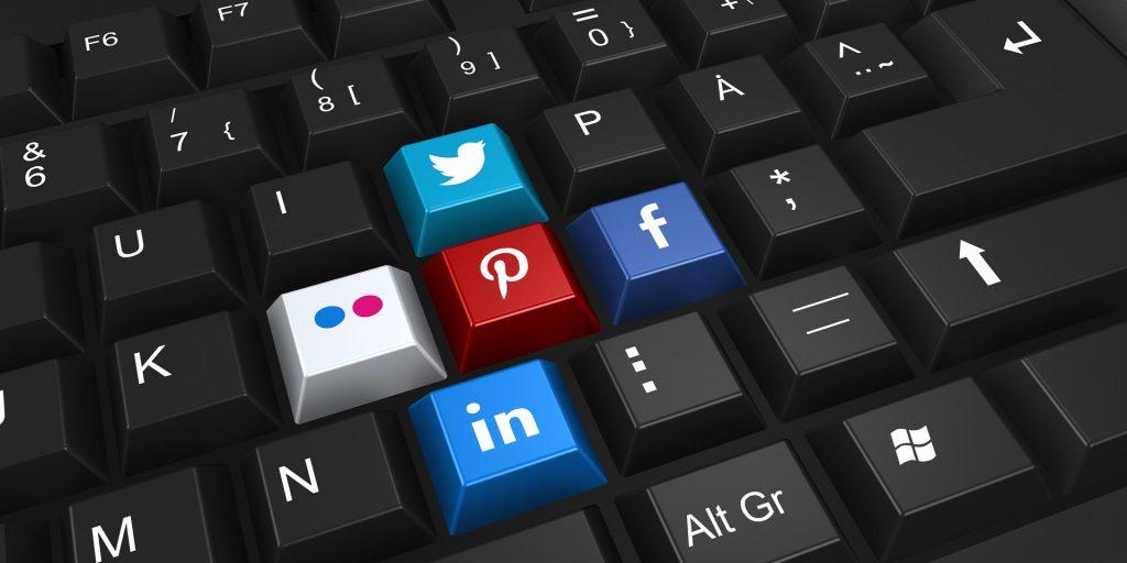 közösségi oldalak kezelése